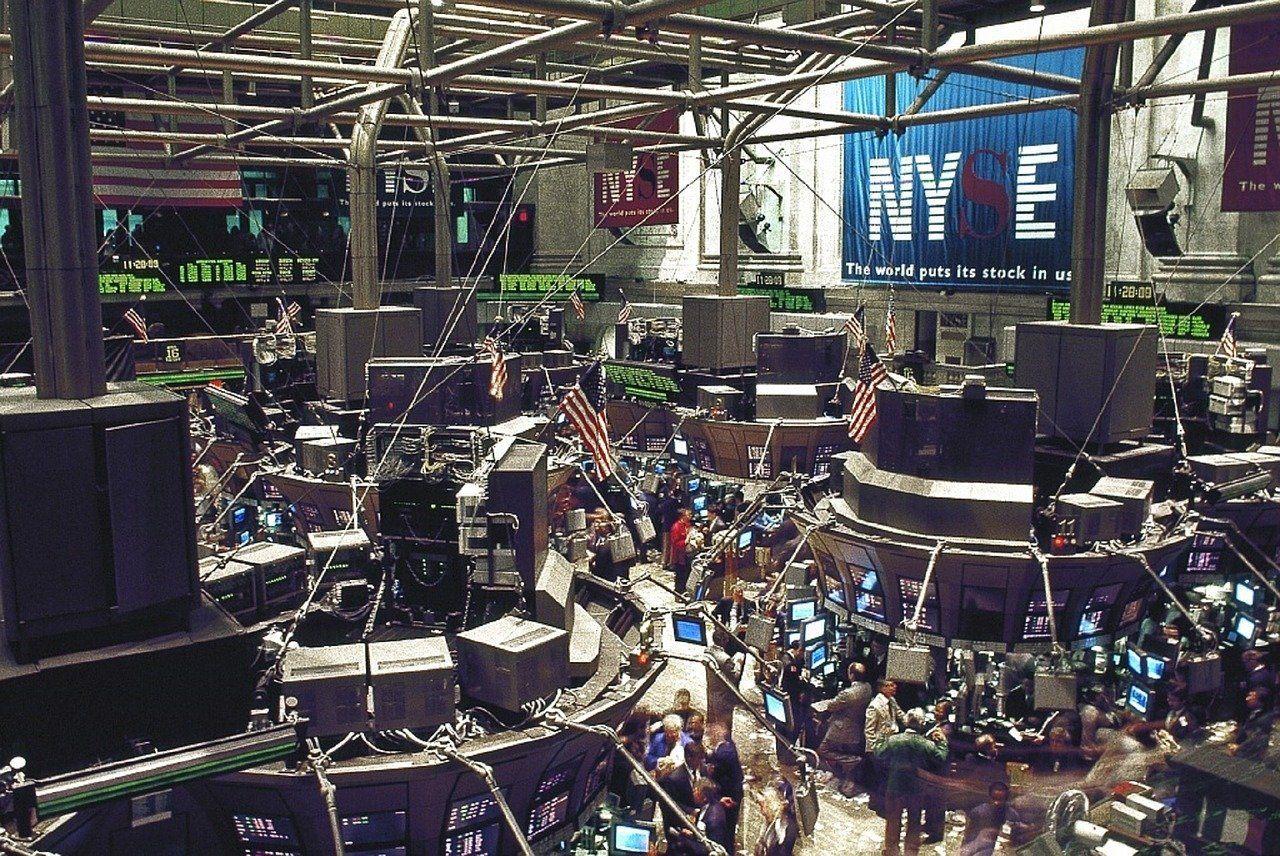 Wall Street a des montagnes russes alors que l'espoir et le scepticisme se heurtent