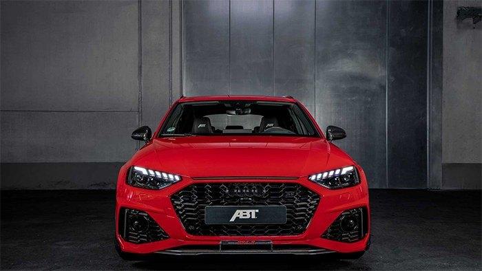 Vue avant de l'Audi RS4-S