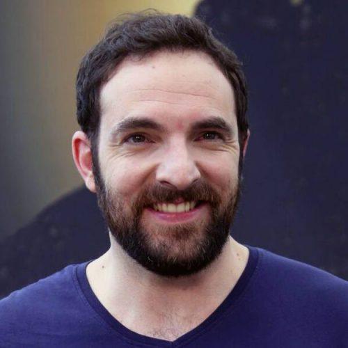 Scènes de Ménages : David Mora se met dans la peau d'un nouveau personnage !