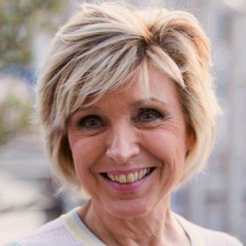 Évelyne Dhéliat : la présentatrice a lutté contre la mort, mais garde le sourire !