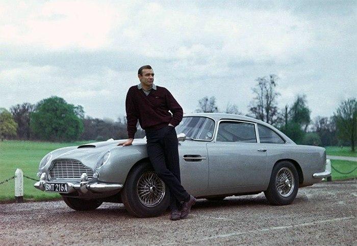James Bond et son Aston Martin