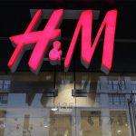 H&M : voici le pull que toutes les femmes à la mode porte cet hiver !