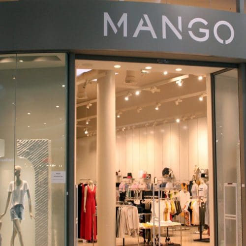 Mango : une petite robe noire pour s'habiller tendance et classe pour les fêtes !