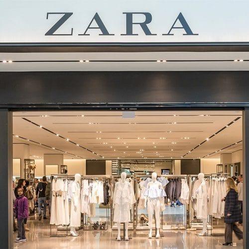 Zara : une robe hyper tendance en maille et fendue se vend comme des petits pains !