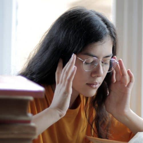 Covid-19 : les maux de tête sont l'un des symptôme du variant britannique !