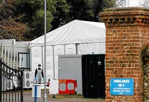 Des morgues provisoires au Royaume-Uni face au coronavirus