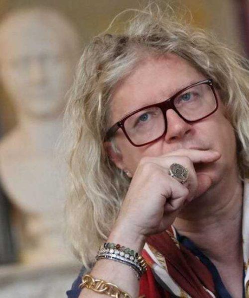 Pierre-Jean Chalençon est au plus mal, il balance tout sur ce chanteur qui est «l'homme de sa vie»