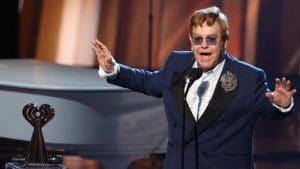 La tournée d'Elton John est repoussée : le chanteur doit se faire opérer de la hanche!