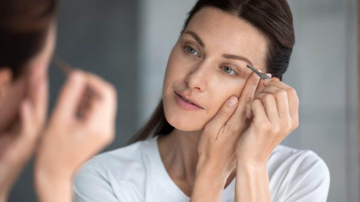 Astuce beauté : comment pouvez-vous réussir parfaitement votre tracé de sourcil ?